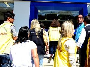 Fiscalização em agências bacárias de Maricá flagraram irregularidades (Foto: Fernando Silva/Divulgação Prefeitura de Maricá)