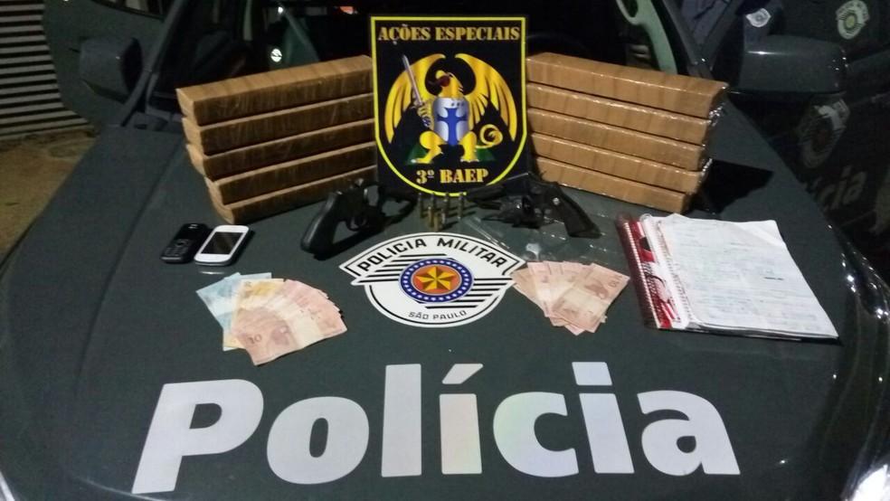 Polícia apreende 13 quilos de maconha em Taubaté (Foto: Divulgação/Polícia Militar)