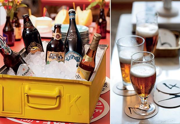 Cervejas especiais merecem um recipiente à altura. Gaveta de metal Benedixt, jogo americano redondo Roupa de Mesa Bolachas numeradas Maria Lembrancinha identificam a cerveja da vez (Foto: Iara Venanzi )