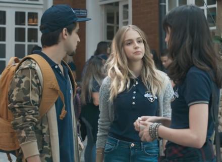 Lica provoca Clara e Felipe impede barraco