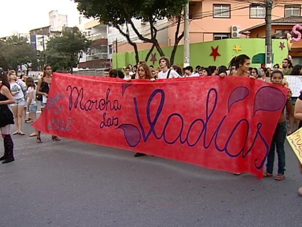 Marcha das Vadias, um protesto contra a violêcia sexual, acontece pela primeira vez no estado (Foto: Reprodução/TV Gazeta)