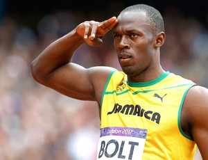 Bolt comemora vit&#243;ria nos 200m  (Foto: Reuters)