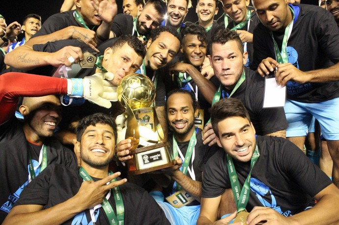 Jogadores comemoram o título inédito da Copa Verde (Foto: Fernando Torres / Ascom Paysandu)