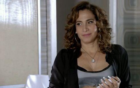 """Totia Meirelles em cena como Wanda em """"Salve Jorge"""" (Foto: Reprodução)"""