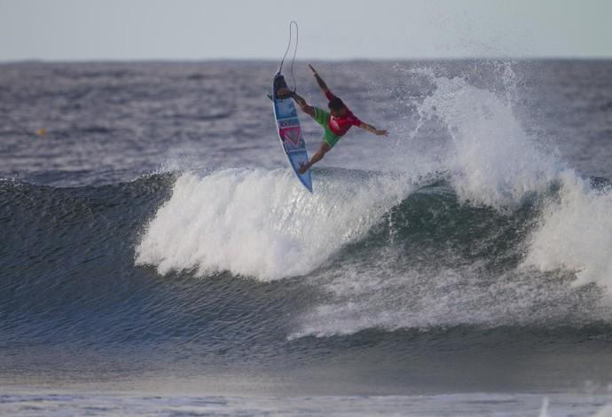 Filipe Toledo tirou um 10 perfeito - todos os juízes concordaram - com manobras e um belíssimo aéreo (Foto: WSL / Brett Skinner)