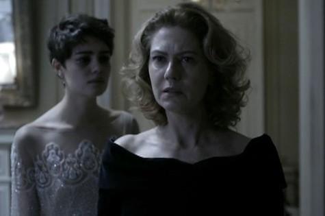 Sophie Charlotte e Patrícia Pillar em cena de 'O rebu' (Foto: TV Globo)