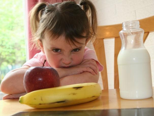 Especialista afirma que diversas crianças desenvolvem o medo de experimentar o novo (Foto: Divulgação/ Thinkstock/Getty Images)