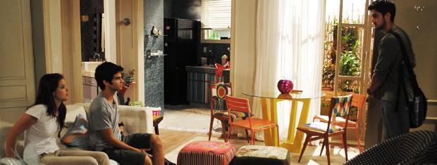 Bruno aparece de repente e empata a primeira vez de Ju com Gil (Foto: Malhação  / TV Globo)