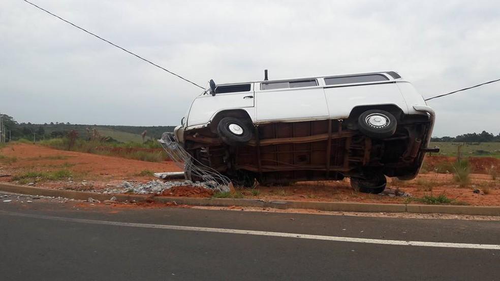 Motorista foi socorrido e passa bem (Foto: Ana Rosa Santiago/Arquivo Pessoal)