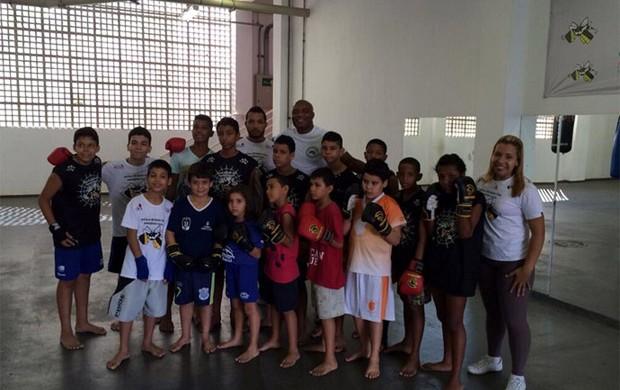 Anderson Silva Projeto Social Rocinha (Foto: Reprodução / Twitter)