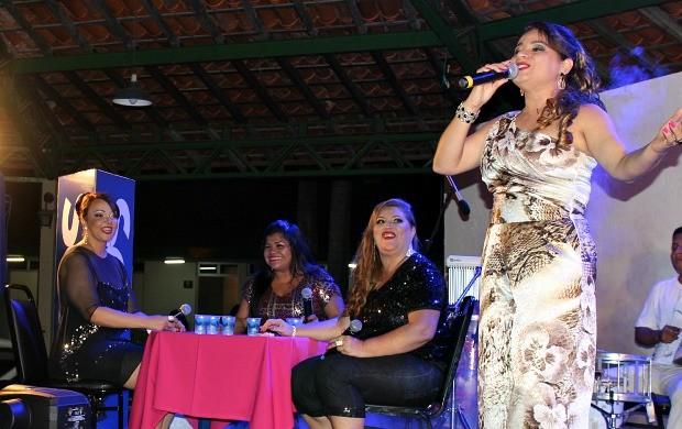 Cantora Cinara Nery, no Manaus ao Luar (Foto: Gisa Almeida/Rede Amazônica)