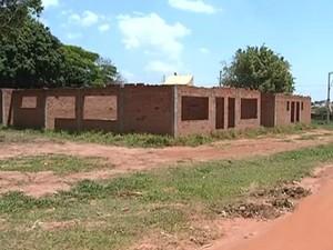 Posto de saúde no Bairro Ipiranga está com obras paradas (Foto: Reprodução/ TV TEM)