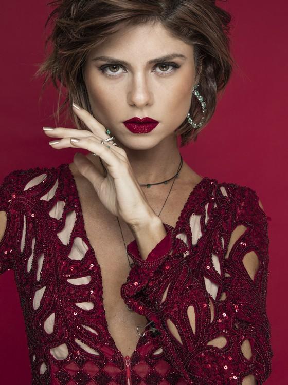 Julianne Trevisol volta à TV como a prostituta Sara na série Os dias eram assim (Foto: Danilo Borges)