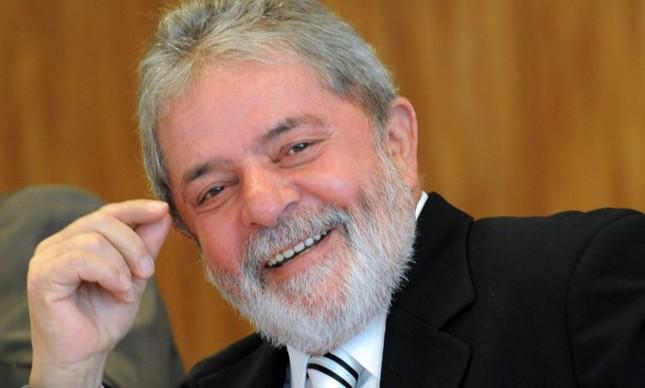 Um dos últimos dias de seu segundo mandato, Lula sorri em encontro com jornalistas  (Foto: Wilson Dias / Agência Brasil)