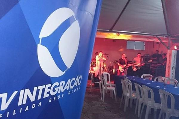 Banda Dias de Truta agitaram a noite dos colaboradores da TV Integração de Divinópolis (Foto: Marcela Mesquita)