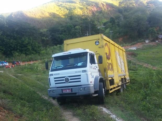 Suspeitos tentaram sequestrar caminhão para roubar o cofre (Foto: Divulgação / Polícia Militar)