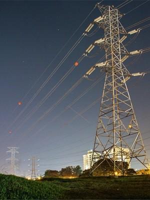Torres de transmissão de energia em São José dos Campos, SP (Foto: Carlos Santos/ G1)