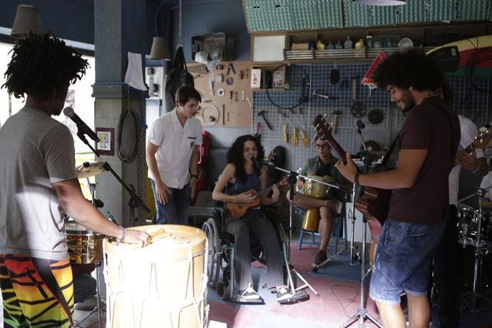 Ciça se junta à banda dos alunos do Leal e do Dom Fernão (Foto: Felipe Monteiro/Gshow)
