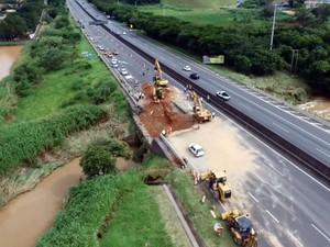 Trecho da Anhanguera, em Vinhedo, que teve afundamento de pista (Foto: Luciano Machado/EPTV)
