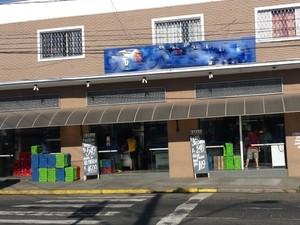 Comerciante levou tiro após tentar deter ladrões em Piracicaba (Foto: Thainara Cabral/G1)