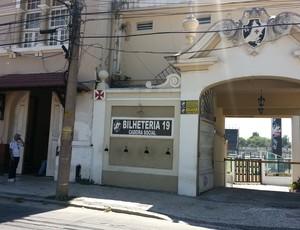 Portão em São Januário para receber sócios de recadastramento vasco (Foto: Raphael Zarko)
