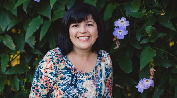 Ana Paula Aguiar Ferraudo tem 41 anos e fez cursos no Sebrae e no Senai antes de abrir o próprio negócio (Foto: Divulgação/Gruta da Cuca)
