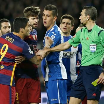 Suárez árbitro Juan Martínez Munuera Barcelona Espanyol (Foto: EFE)