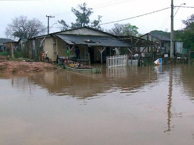 Chuva causa transtornos no estado (Foto: Reprodução/RBS TV)