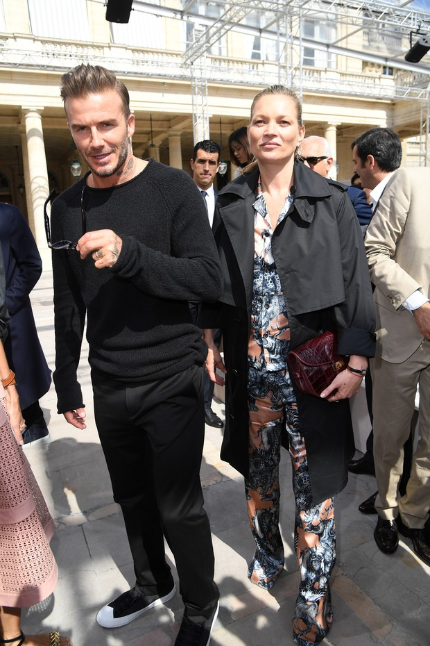 David Beckham e Kate Moss vão ao desfile da Louis Vuitoon, em Paris, na França (Foto: Getty Images)