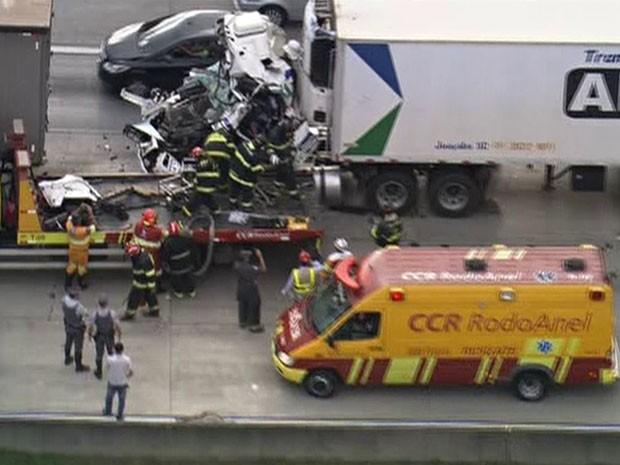Acidente envolveu três caminhões (Foto: Reprodução/TV Globo)
