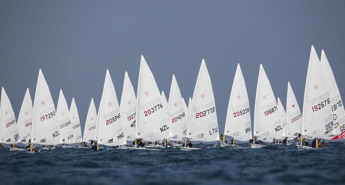 Velejadores tiveram que superar os fracos ventos (Foto: Divulgação/Laser World Championship)