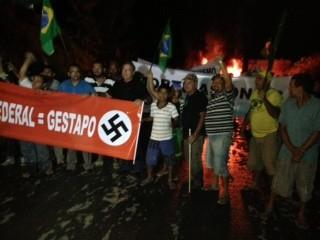 Manifestantes começaram protesto às 19h desta quinta-feira (13) (Foto: Sabrina Romeiro)