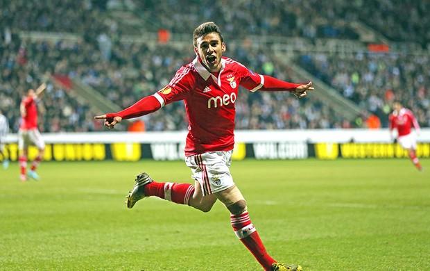 Eduardo Salvio gol Benfica (Foto: AFP)