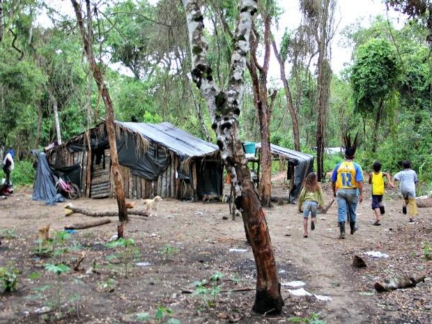 Comissão visitou aldeira Pyelito Kue, em Iguatemi. (Foto: Divulgação/MPF)