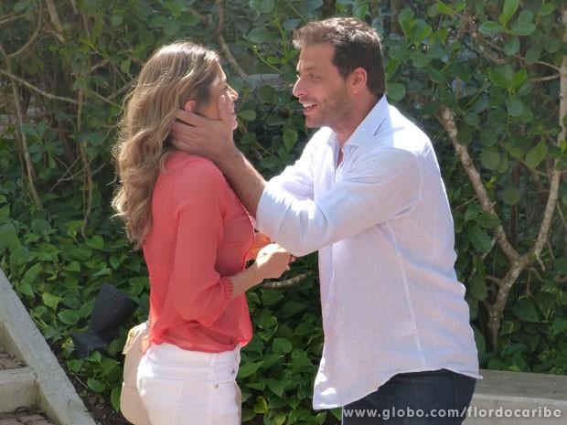 Cassianon descobre que vai ter mais um filho com Ester (Foto: Flor do Caribe / TV Globo)