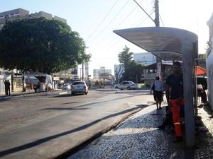 Ponto de ônibus está vazio na manhã desta terça-feira (Foto: Juliana Almirante/G1)