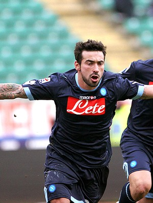 Ezequiel Lavezzi comemora gol do Napoli (Foto: AP)