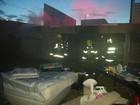 Bombeiros apagam incêndio em condomínio no Altiplano Leste, no DF