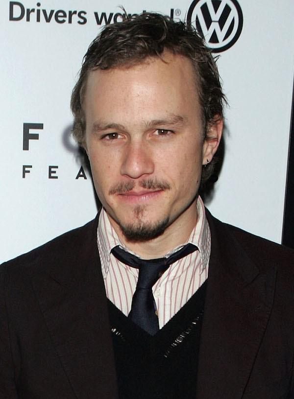 Ledger foi encontrado morto em sua casa aos 28 anos, em 2008, alguns meses antes da estreia de 'Batman: O Cavaleiro das Trevas'. Ele sofreu uma overdose de drogas controladas (Foto: Getty Images)