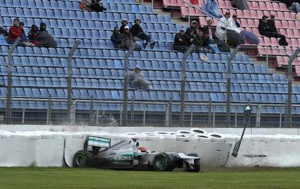Michael Schumacher bate durante treino no Grand Prix da Alemanha (Foto: Getty Images)