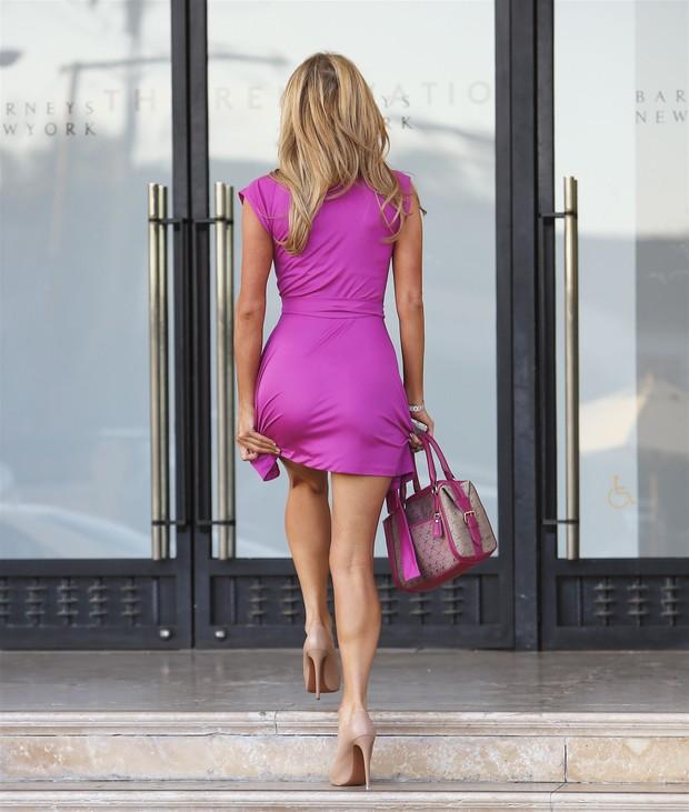 X17 - Paris Hilton em tarde de compras em Los Angeles, nos Estados Unidos (Foto: X17online/ Agência)