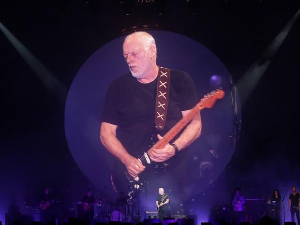 Gilmour e sua 'Black Strat' fizeram o público delirar a cada solo (Foto: Giuliano Gomes/PR Press)