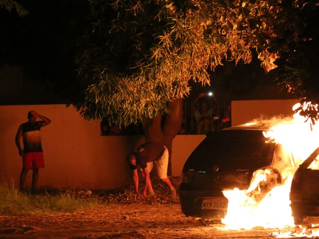 Incêndio foi contido na noite de domingo (28) (Foto: Odair Oliveira/Sento Sé em Foco)