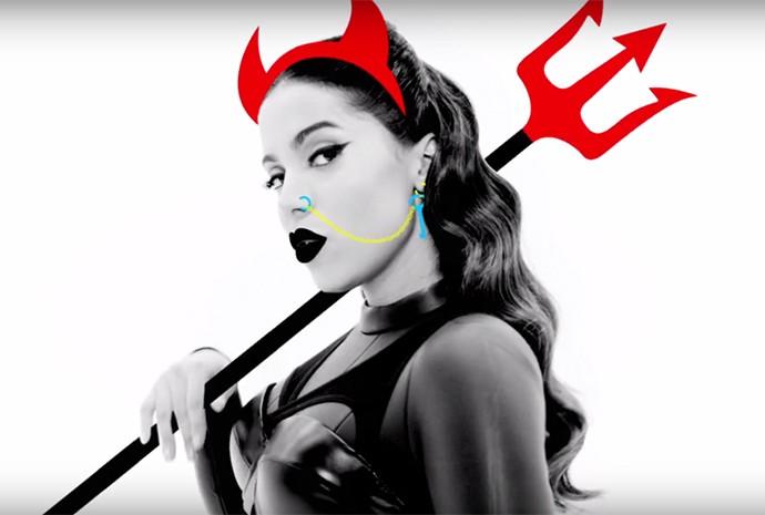 Anitta se transforma em diabinha em um dos momentos (Foto: Reprodução)
