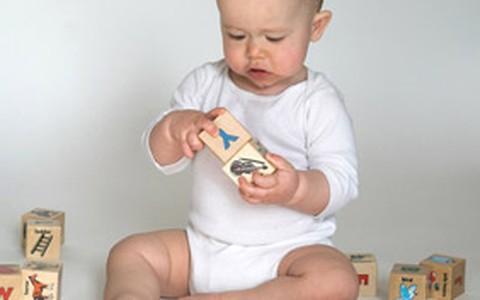 É possível ensinar inglês para bebês que ainda não falam, diz estudo