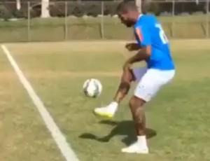 Dedé volta a treinar com bola na Toca da Raposa (Foto: Reproduçã/Instagram)
