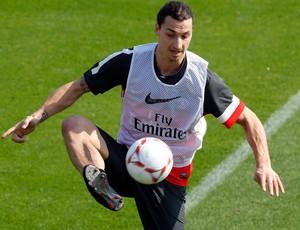 Ibrahimovic no treino do PSG (Foto: Reuters)