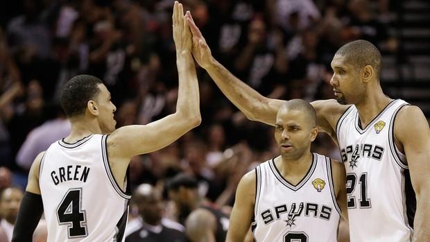 Danny Green, Tony Parker e Tim Duncan Spurs x Miami Heat (Foto: AP)