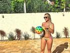 Leticia Santiago posa de biquíni e exibe barriguinha de gravidez