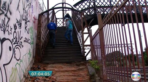 Passarela foi interditada em março (Foto: Reprodução/TV Globo)